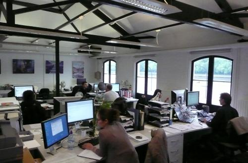 Great Office Desk Space to let !!! Overlooking the River !!!