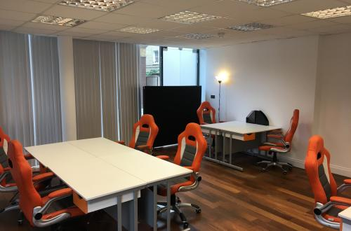 Desk(s) to rent in small, professional office Shoreditch/City/Tower Bridge (NO AGENT)