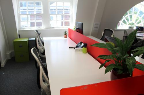 Deskspace for hire in friendly, vibrant central London office