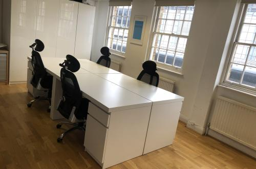 4 desks to rent in great space in Farringdon