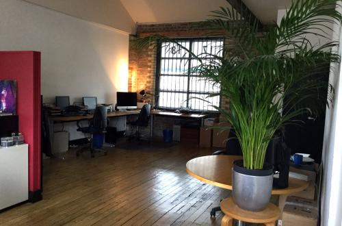 Office to share, up to 4 desk spaces available in Kentish Town, 5 mins to Tube