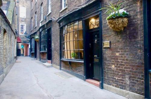 London Offices & Meeting Space with Full Fibre Connectivity and Period Charm