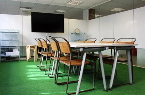 Up to 14 desks available in Office in Central London, Only seconds from Holborn tube – a must see!